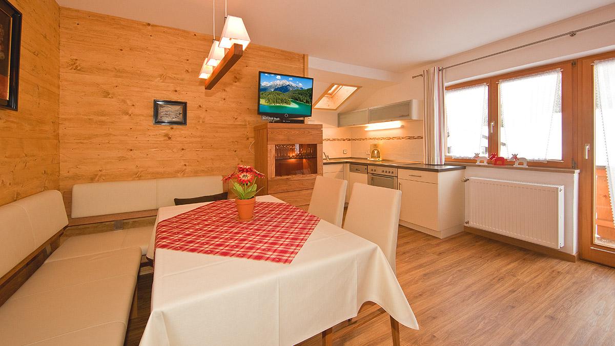 Ferienwohnung 4 Schlafzimmer   Ferienwohnungen In Mittenwald Im Gastehaus Merzer 4 Sterne Und 3